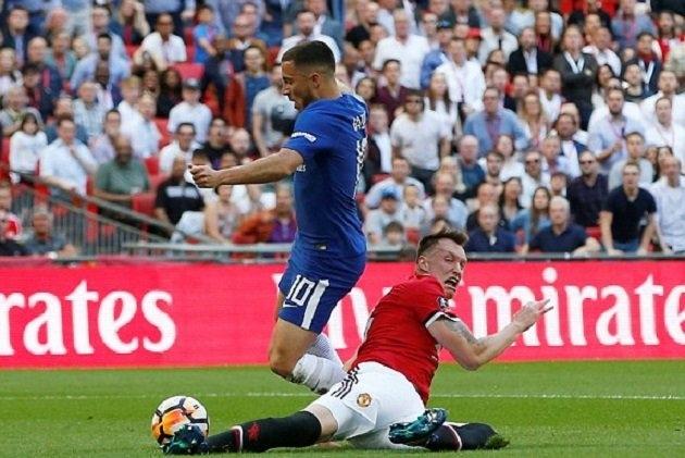 Hàng thủ Man Utd bị trừng phạt bởi tốc độ của Hazard
