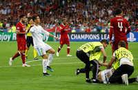 Ronaldo phát cáu vì một CĐV quá khích