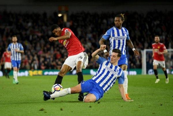 Man United gặp rất nhiều khó khăn trước đội chủ nhà Brighton trong hiệp một