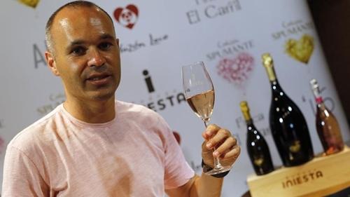 Đội bóng Trung Quốc bỏ 43 triệu đôla mua rượu vang của Iniesta