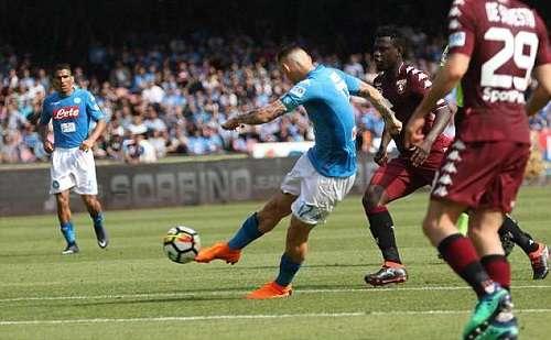 Hamsik ghi bàn thứ 100 ở Serie A, nhưng không giúp Napoli thắng trận