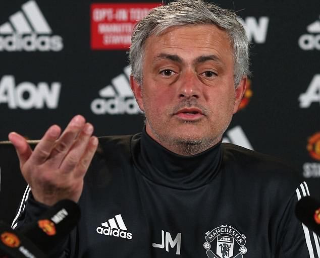 HLV Mourinho không hài lòng vì màn trình diễn của các cầu thủ MU trong trận đấu với Brighton