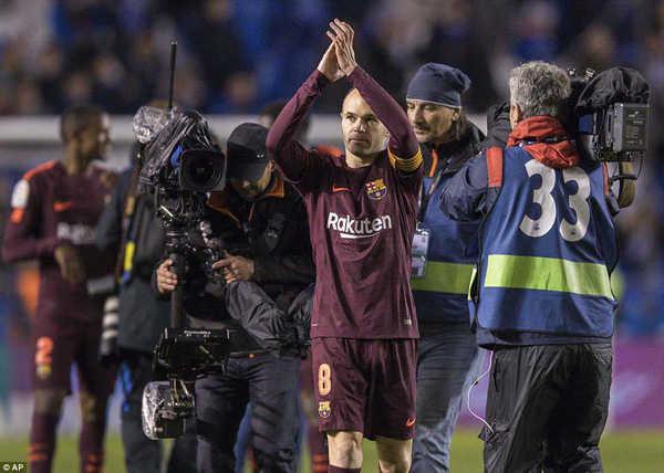 Iniesta rơi lệ sau danh hiệu cuối cùng giành được với Barca