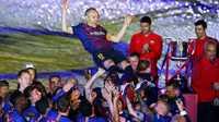 Trước lúc ra đi, Iniesta chỉ ra 3 cái tên có thể thay thế mình ở Barca