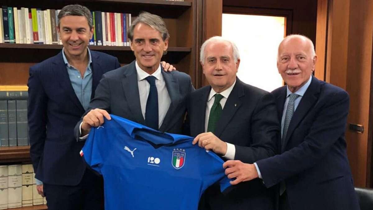 Mancini trở thành tân thuyền trưởng Italia