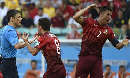 Ronaldo mất bình tĩnh sau một quyết định của Mazic ở World Cup 2014