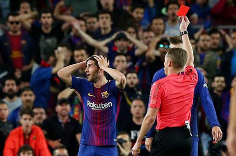Thẻ đỏ của Roberto