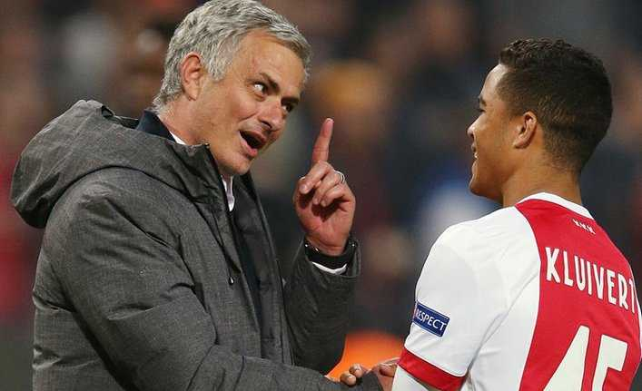 """MU """"hốt"""" nhanh con trai Kluivert, Chelsea và Arsenal """"thừa nước đục thả câu"""""""