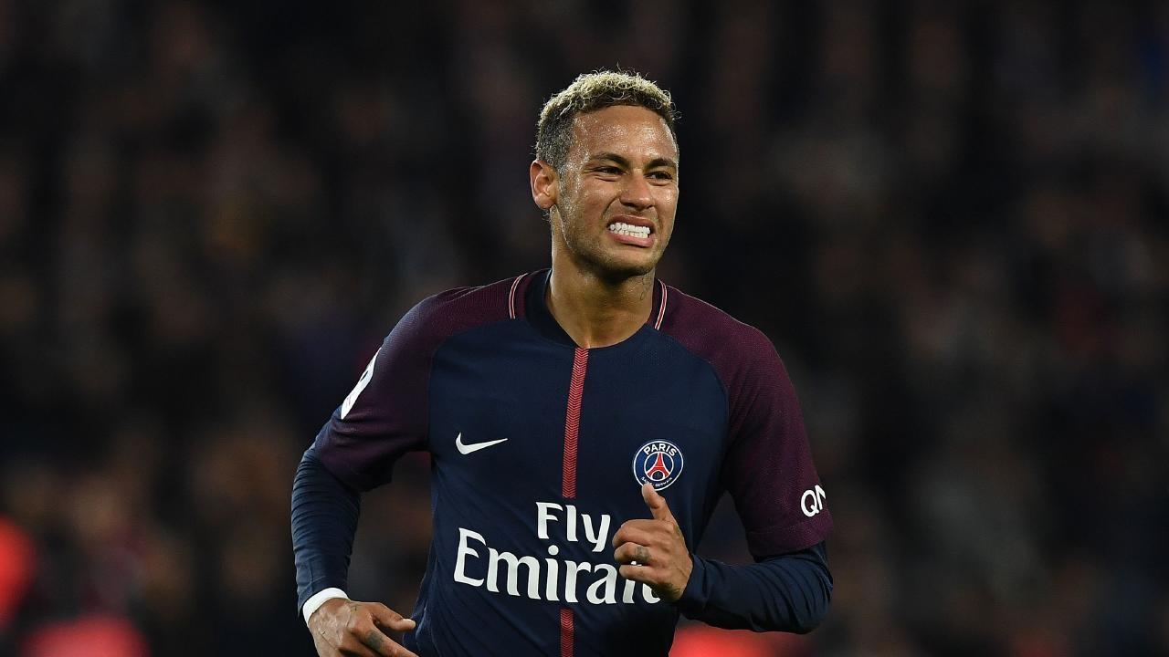 Neymar cảm thấy mệt mỏi trước những tin đồn chuyển nhượng.