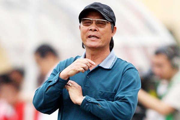 HLV Nguyễn Thành Vinh phản ứng với tự truyện của Công Vinh
