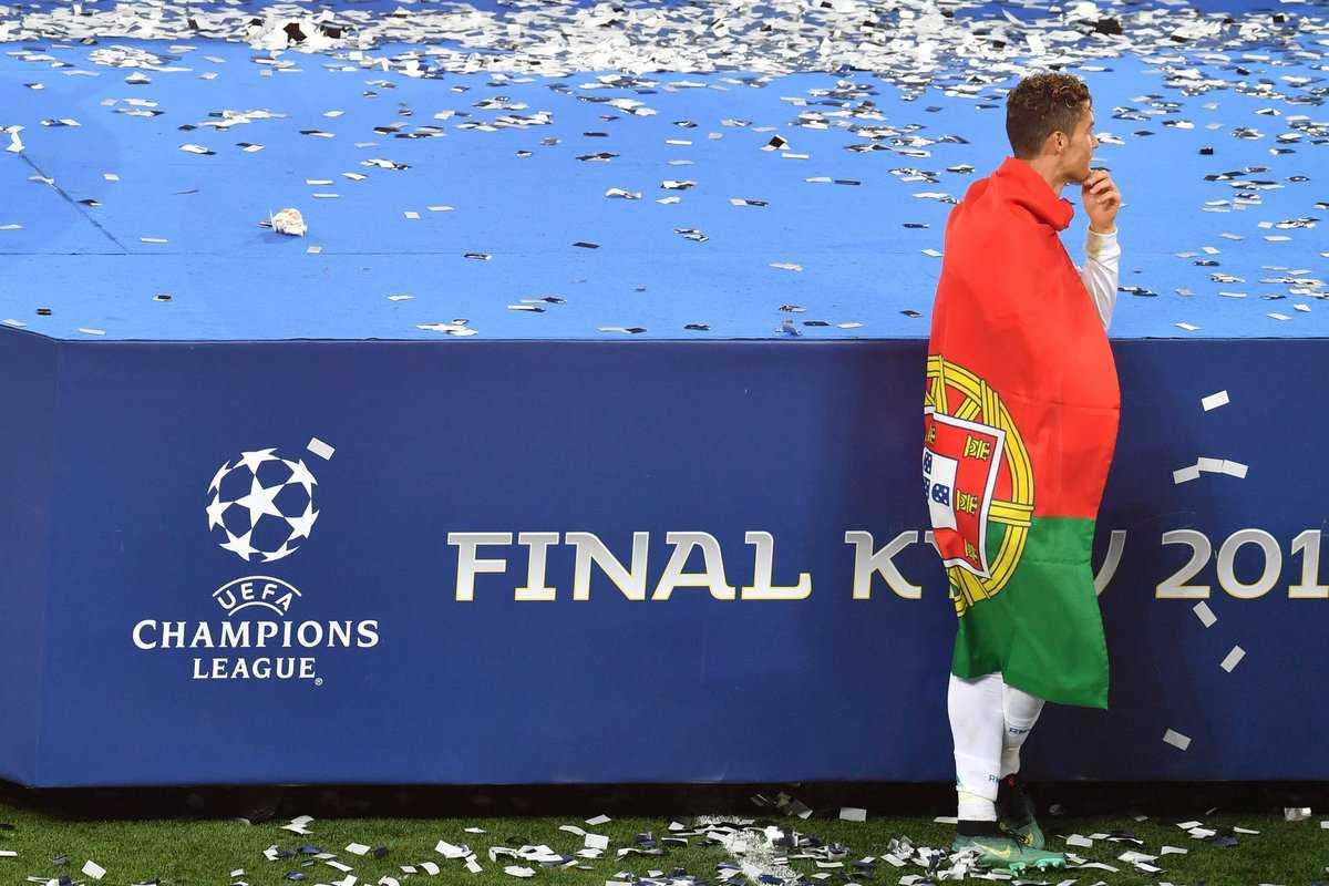 Đòi bỏ Real để quay về Man United, một trò diễn cũ và quá lố của Ronaldo