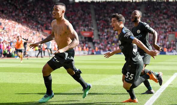 Hạ màn Premier League, Man City cán mốc 100 điểm nhờ bàn thắng phút bù giờ thứ tư