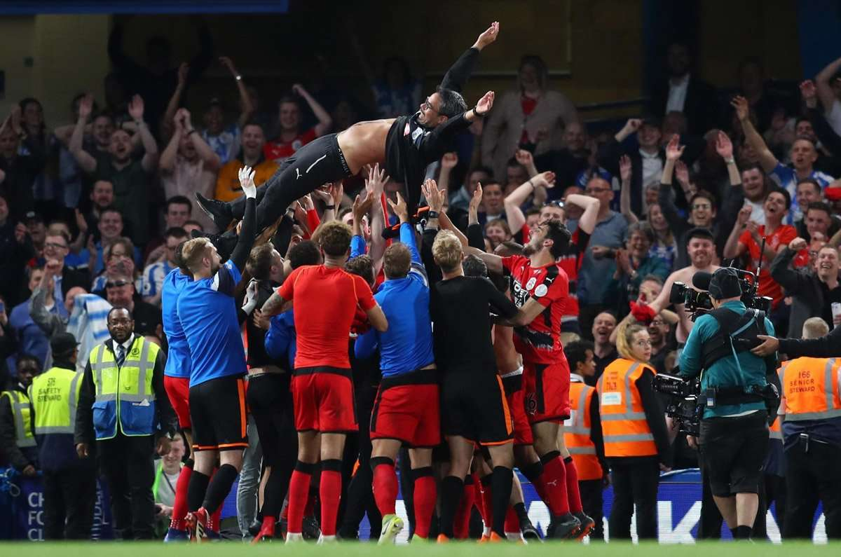 Huddersfield và niềm vui trụ hạng