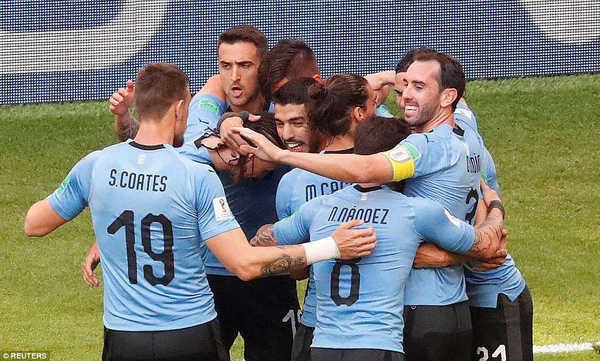 Chuyên gia Đặng Gia Mẫn đặt cửa cho Uruguay đi tiếp