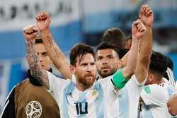 Messi đã thay đổi trong lúc cả thế giới chống lại anh