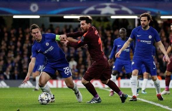 Fabregas lên tiếng bênh vực đồng đội cũ Messi