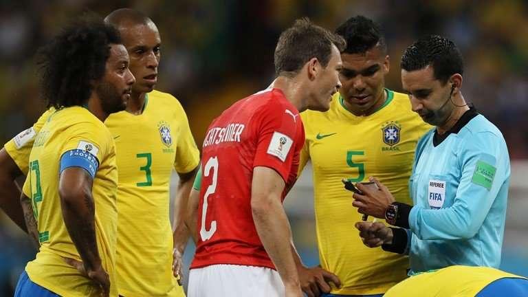 Brazil bức xúc đòi FIFA cho xem lại VAR