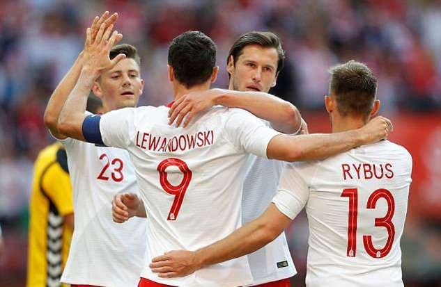 Tiền đạo số 9 lập cú đúp vào lưới Litva