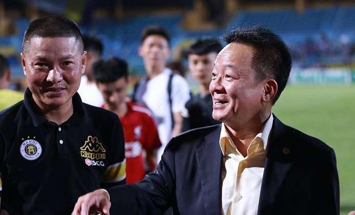 Bầu Hiển đã nở nụ cười rạng rỡ không chỉ vì đội nhà chiến thắng...