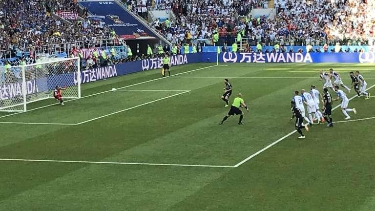 Messi đá hỏng phạt đền trước Iceland