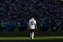 Argentina về nước: Messi cô đơn trong một tập thể tầm thường
