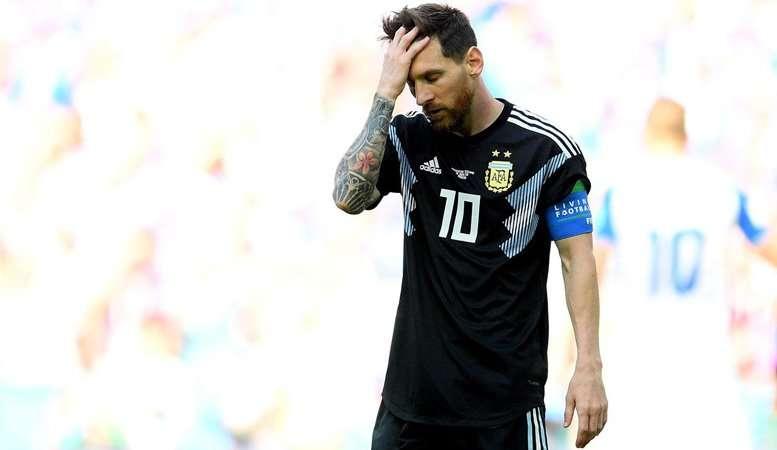 Messi gây thất vọng ngày ra quân