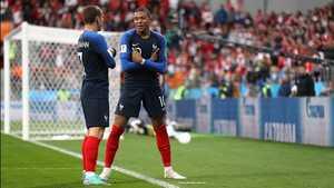 Thắng nghẹt thở Peru, Pháp thẳng tiến vào vòng knock-out