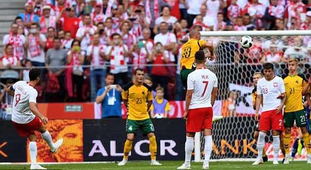 Lewandowski thể hiện phong độ cao trong màu áo tuyển Ba Lan