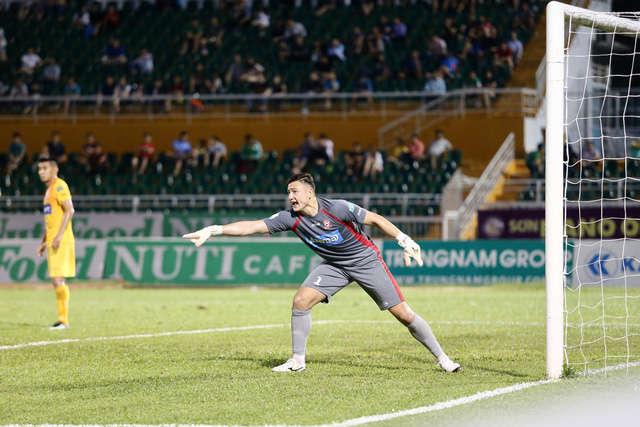 Đặng Văn Lâm đang thi đấu quá hay tại V-League 2018