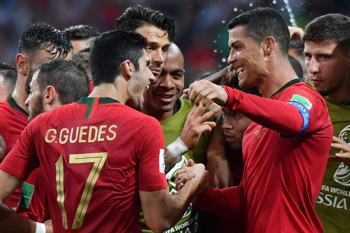 Ronaldo gánh cả đội Bồ Đào Nha trên vai