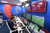 Công nghệ VAR gây tranh cãi khi giết chết cảm xúc bóng đá