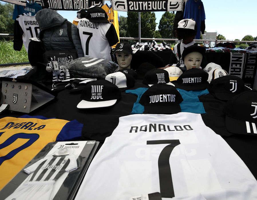 Áo Ronaldo đã được bán ở Turin