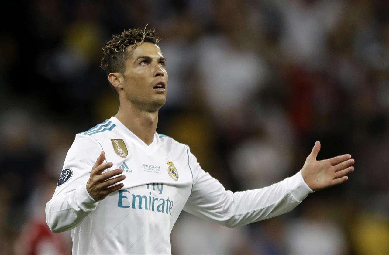 Ronaldo quyết định dứt áo rời Real Madrid