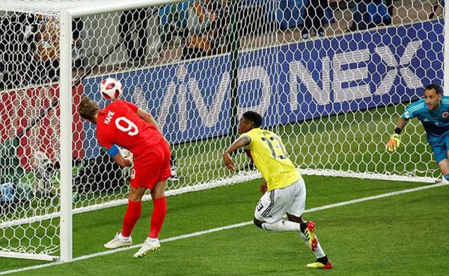 Kane bỏ lỡ cơ hội ghi bàn ở giữa hiệp 1