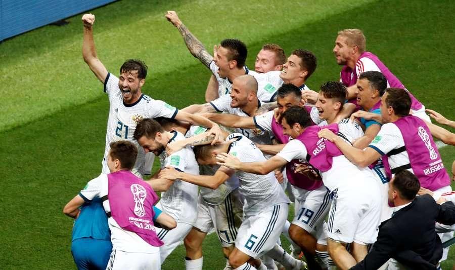 Nga không những được khen ngợi vể tổ chức World Cup 2018 mà đội tuyển chủ nhà còn làm rất tốt ở trên sân