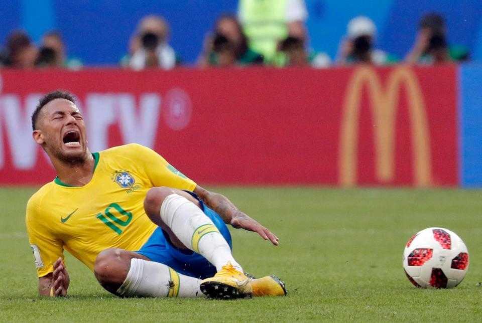 """Maradona: """"Neymar cần xem lại bản thân và ngừng ngay những trò hề ăn vạ"""""""