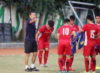 HLV Hoàng Anh Tuấn dành sự quan tâm đến hàng công U19 Việt Nam