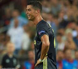 "C.Ronaldo ""kêu oan"" sau khi phải nhận thẻ đỏ"