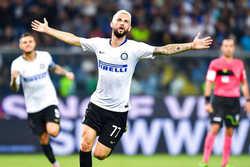 Inter vất vả vượt qua Sampdoria ở vòng 5 Serie A