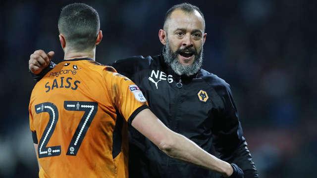 HLV Nuno (phải) đang thành công ở Wolves