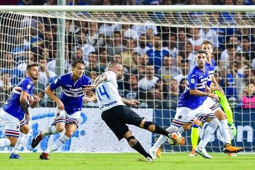 Nainggolan đã bị từ chối bàn thắng ở phút 42