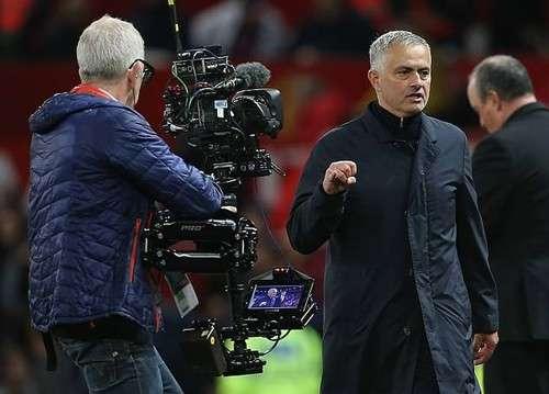 HLV Mourinho đối diện với án phạt từ FA