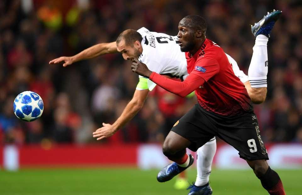 Lukaku gây thất vọng lớn nhưng vẫn được Mourinho đứng ra bảo vệ