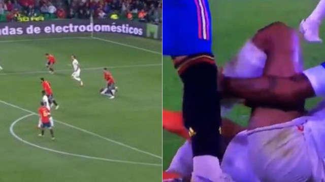 Sergio Ramos chỉ... giẫm vào cỏ chứ không giẫm vào chân của Sterling
