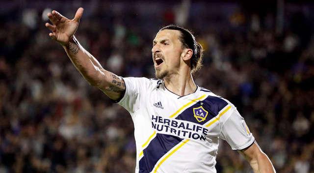"""""""Lão tướng"""" Zlatan Ibrahimovic luôn được các đồng đội kính nể"""