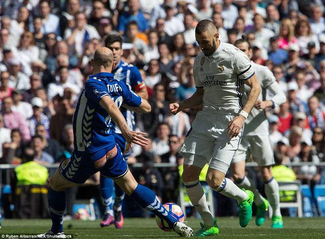 Benzema đang thể hiện phong độ tệ hại cùng Real Madrid