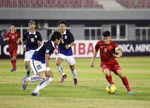 Công Vinh là tác giả của 1 trong 2 bàn thắng cho đội tuyển Việt Nam vào lưới Campuchia ở AFF Cup 2016