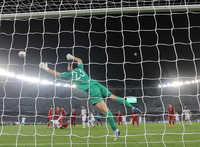 Văn Lâm đang là đề tài gây tranh cãi sau bàn thua thứ 3 của tuyển Việt Nam trước Iraq