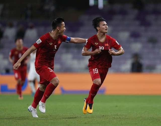 Cùng với Quang Hải, Ngọc Hải (3) là một trong những cầu thủ có phong độ ổn định nhất đội tuyển Việt Nam hiện nay