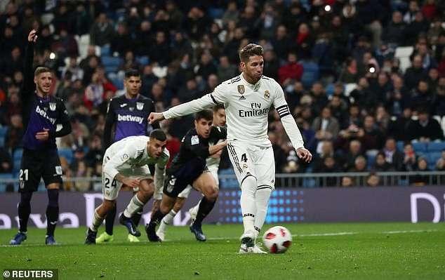 Ramos mở tỷ số ở cuối hiệp 1 sau quả 11m thành công